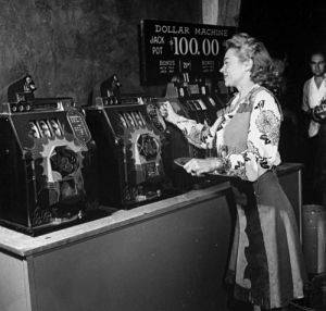slot-machines-black-and-white